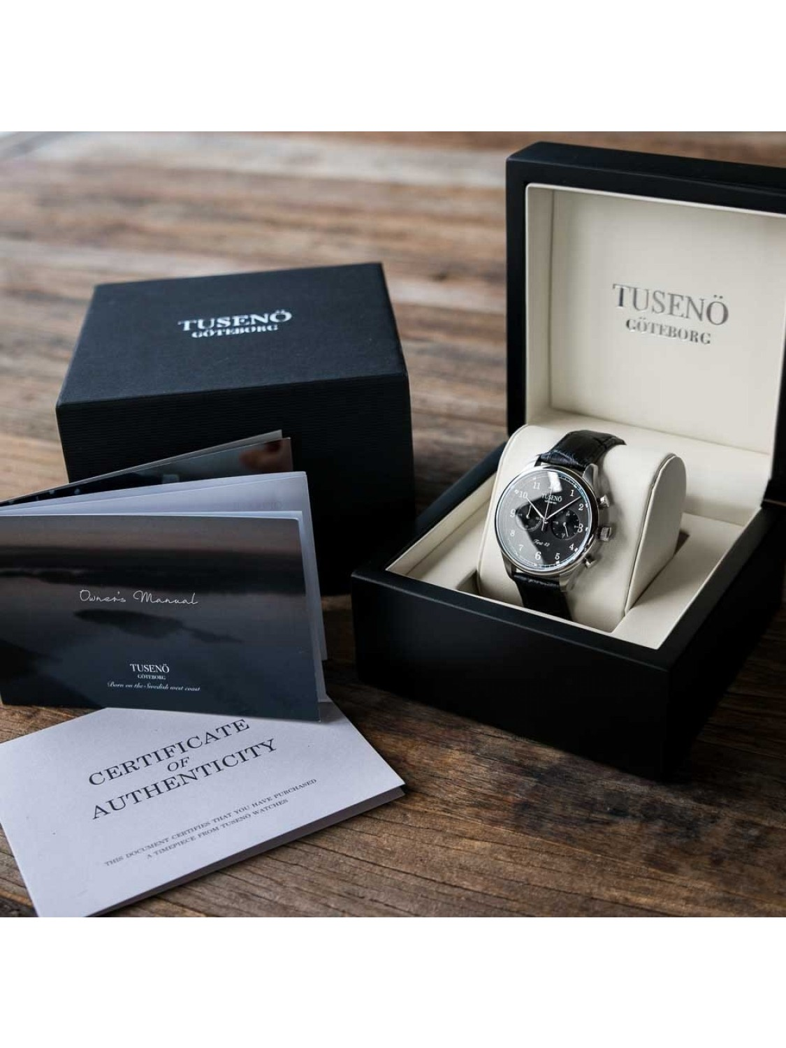 Tusenö First 42 Silver/Black Black Alligator Strap-014